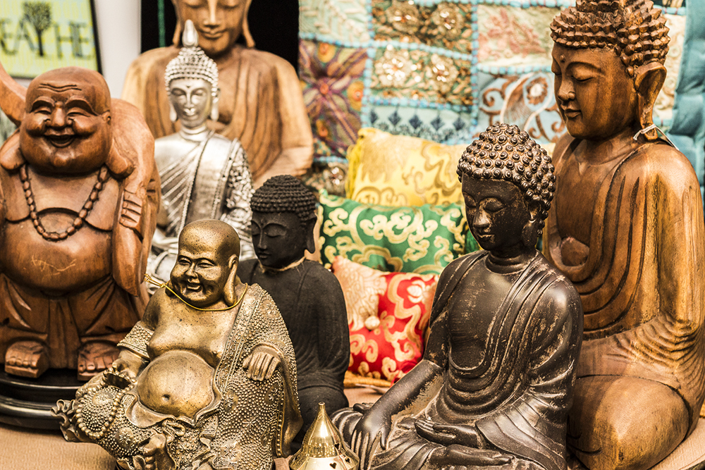 Wooden-statue-Bali