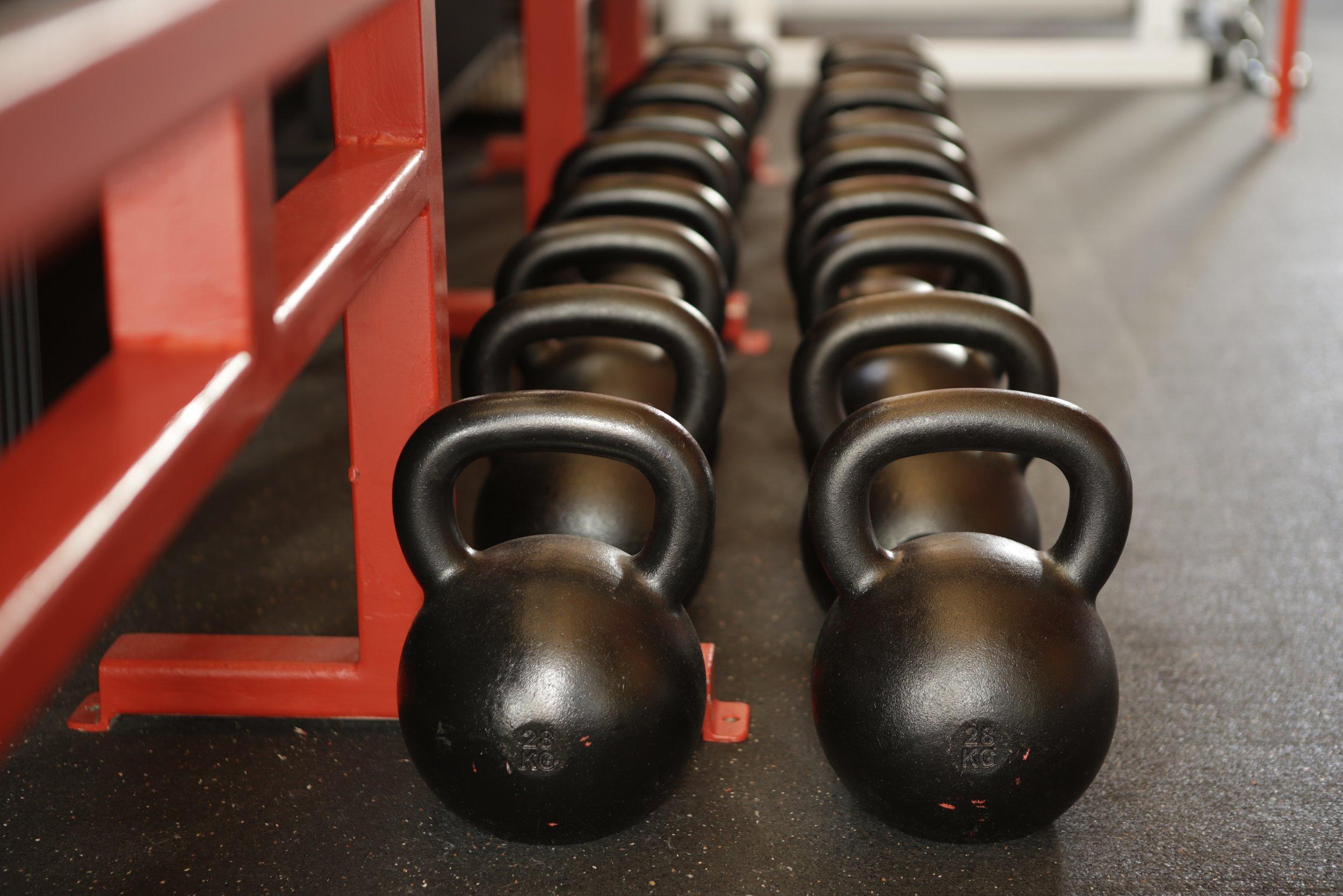 athlete-barbell-bodybuilder-416717.jpg