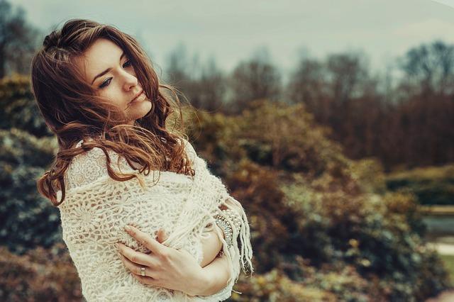 https://pixabay.com/en/guess-attic-girl-woman-pretty-hair-837156/