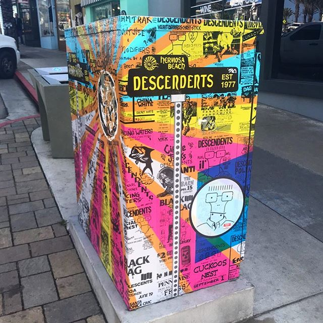 Even the public utility boxes are cool in Hermosa. 😎🤘🏽  Surf is heavy today! 🌊  #hermosabeach #pierave #descendents #pennywise #blackflag #circlejerks #hermosapier #waves #beach #surfsup #milo #waxoffdesign