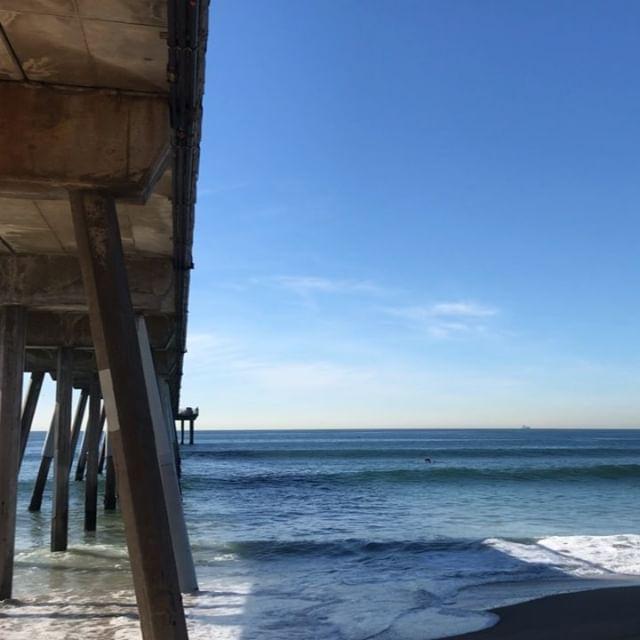 Weekend vibes, Hermosa Beach.  #hermosabeach #hermosapier #hbpunkskatemural #beach #surfing #longboard #starfish #descendents #pennywise #circlejerks #blackflag #pier #sunshine #palmtrees #southbay #beachrunning #waxoffdesign