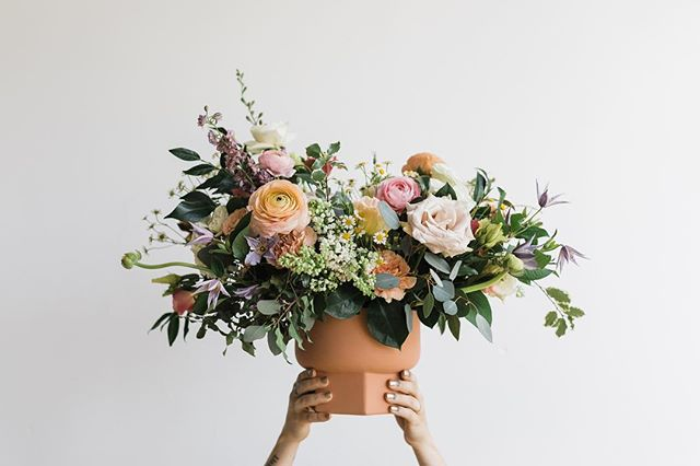 big, beautiful things are a-coming y'all! it's has been such a season of change for me but in the past month I have decided to really embrace it and harness into really cool shizz. The countdown is on until I get to share it all!  photo / @melissaclairephoto  venue / @thelumenroom  #flowerstagram #moodforfloral #flowerfix #dallasweddings #dallasweddingflorist #dallasflorist #createandcultivate #teamflowerconference #weddingflowers #dallasweddings #dallastx #oakclifftx #ihavethisthingwithflowers #fineartflowers #weddingseason #floristlife