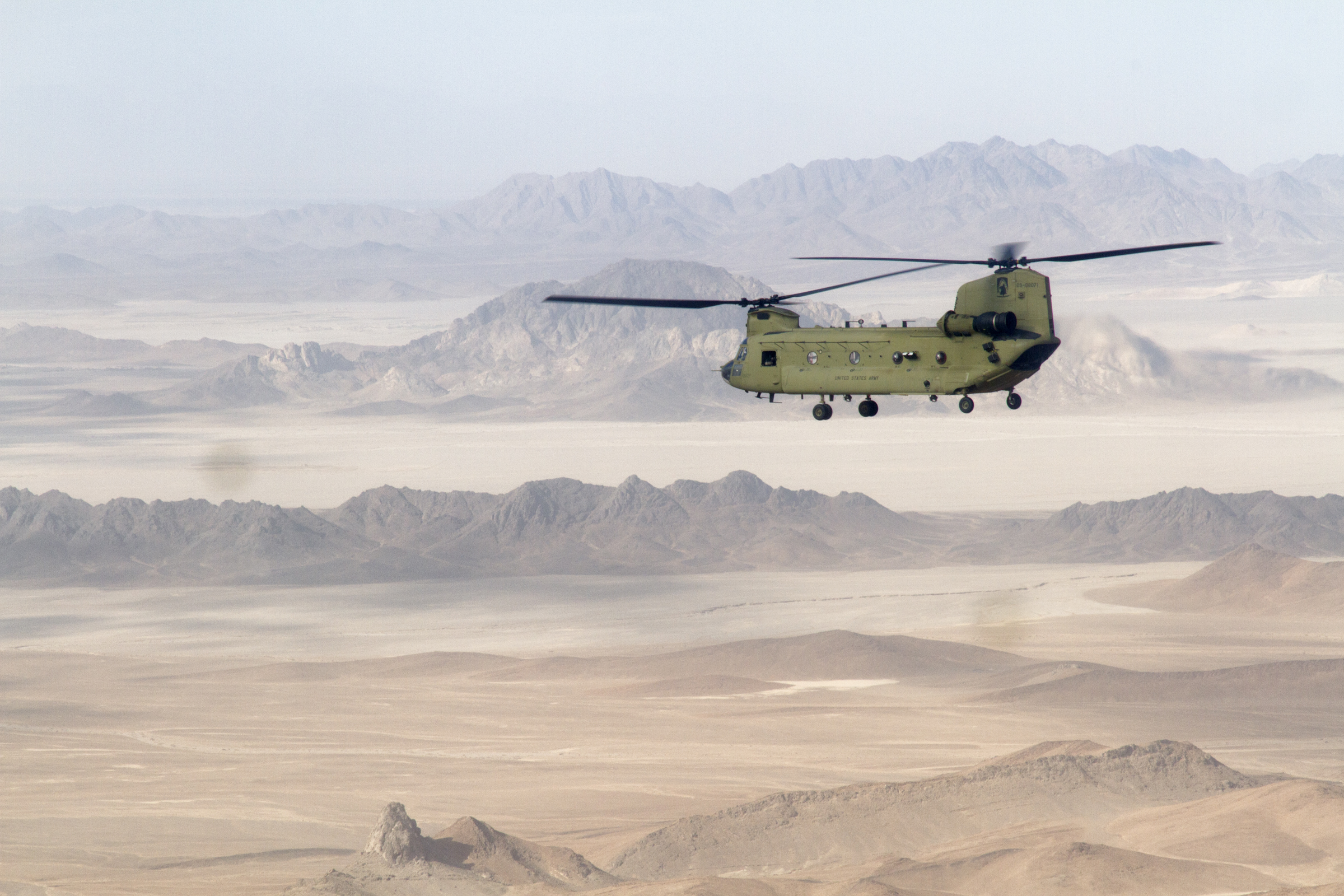 US Army chinook helicopter returning from a mission in Bakwa (Bakwa, Afghanistan).