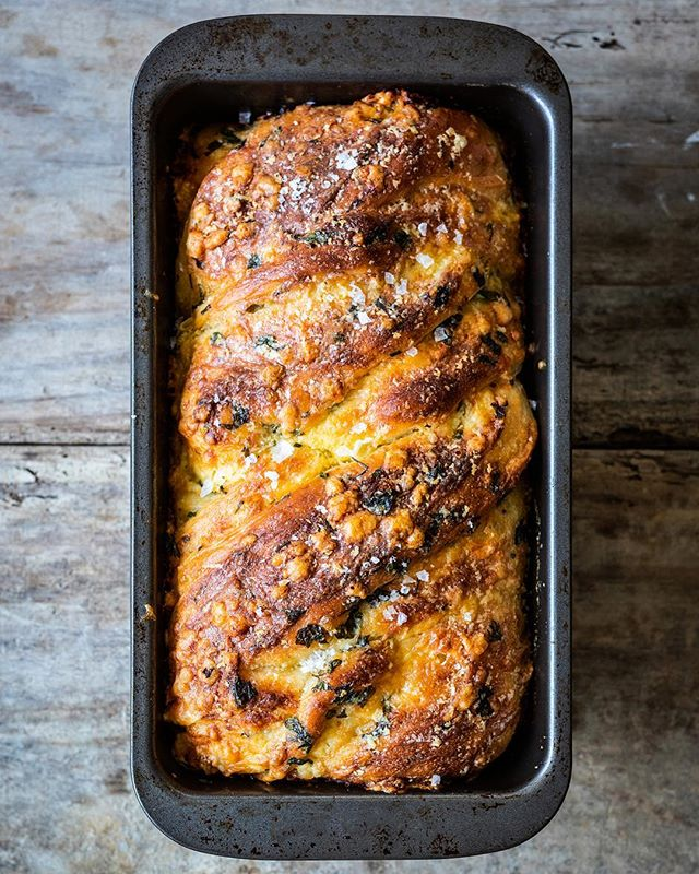 Soft and fluffy dough baked with layers of cheese, garlic and fresh herbs. Inspired by Ottolenghi's Babka and supermarket pull-apart twists, this cheesy loaf is seriously tasty. Recipe on the blog now!
