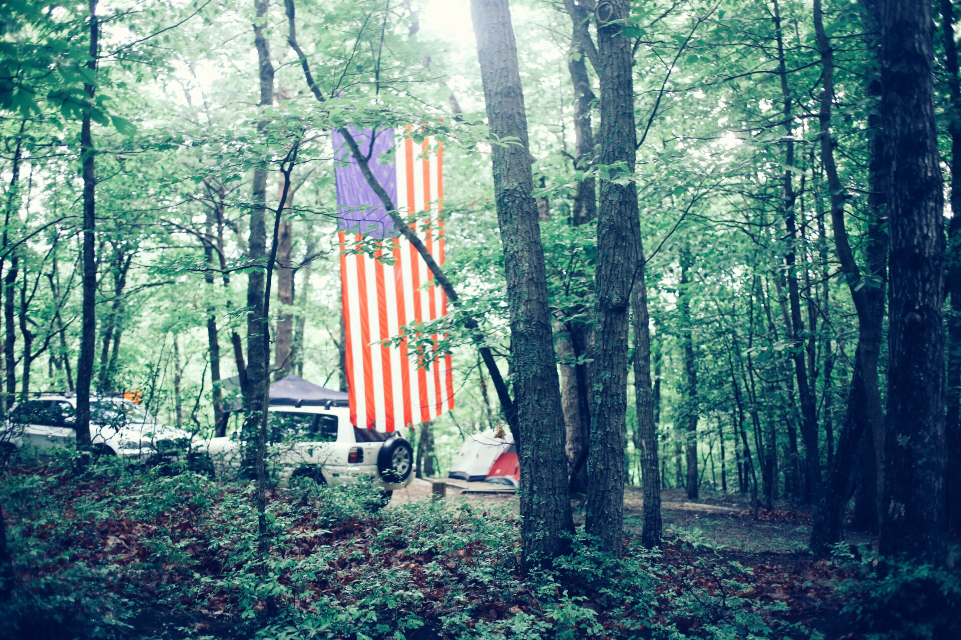A festivecamp siteonthe Forth of July.