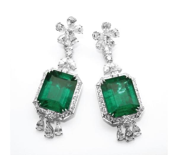 EMERALD & DIAMOND EARRINGS CLUSTER DIAMOND PENDANT BESPOKE FINE JEWELLERY BY SHAHINA HATTA