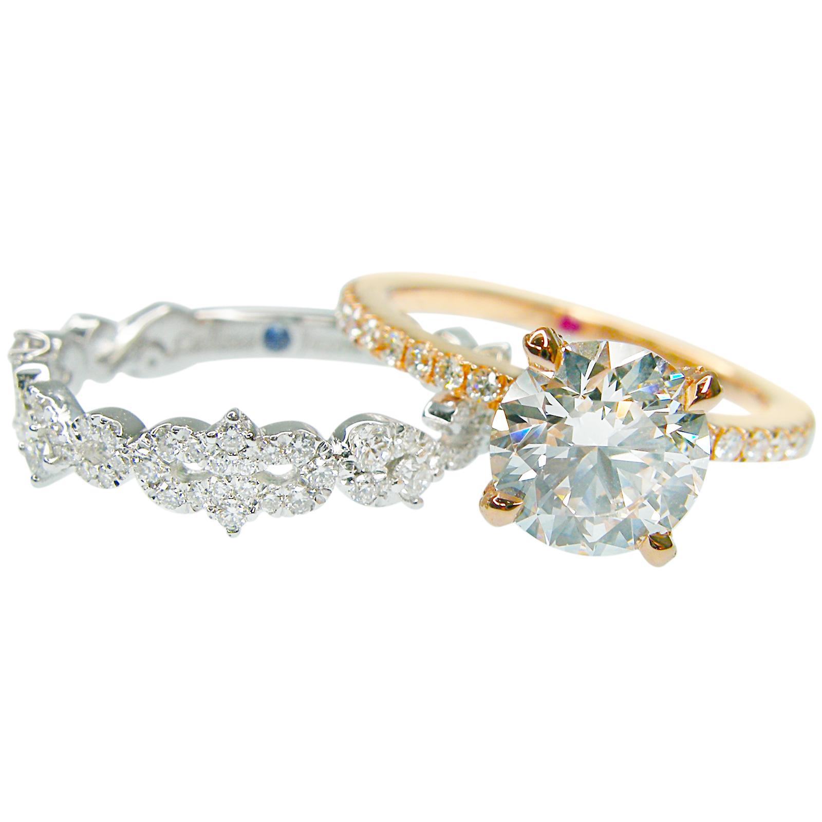 SOLITAIRE AND SIGNATURE DIAMOND WEDDING BAND SET