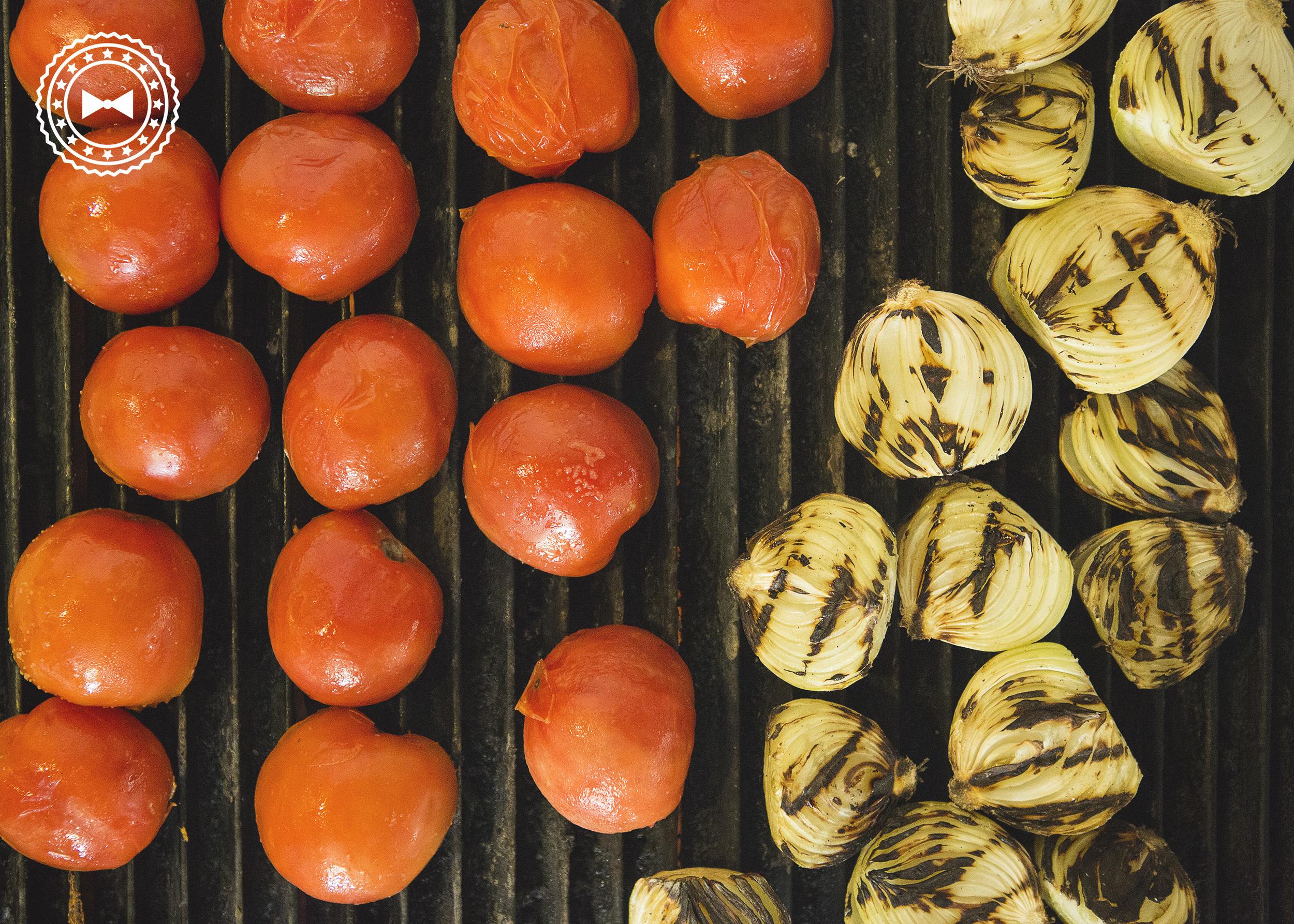 Tomates y cebollas a la parrilla