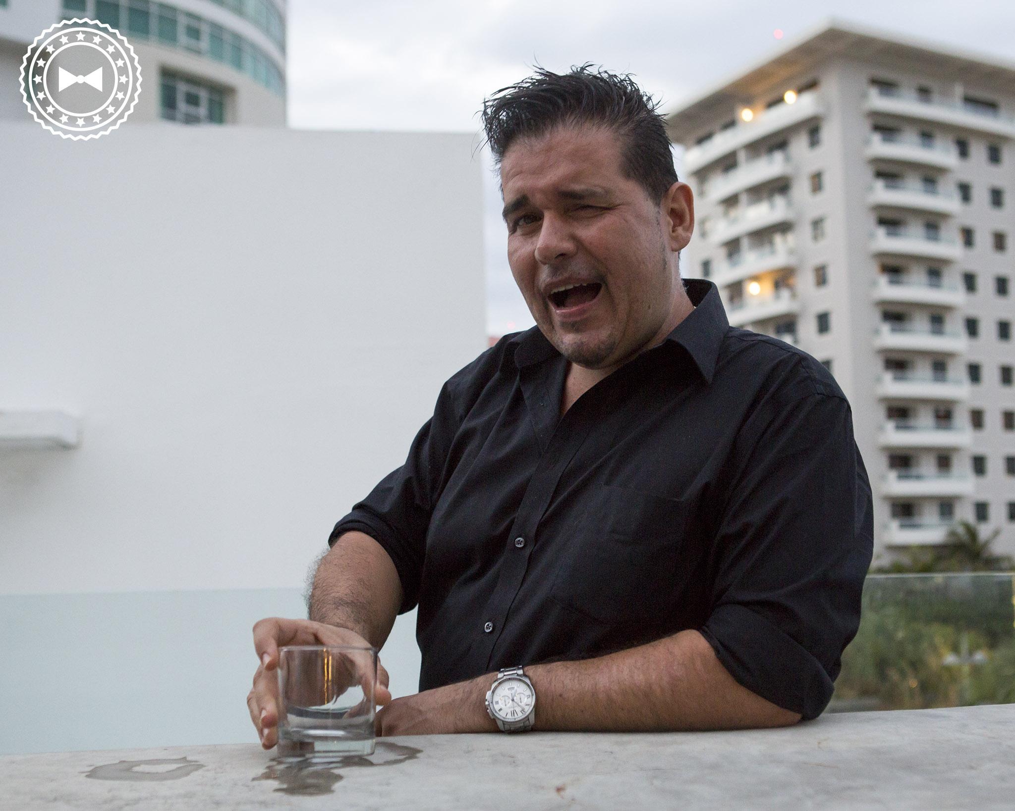 Chef Roberto Treviño terminando su turno con un buen shot de tequila. ¡Salud!