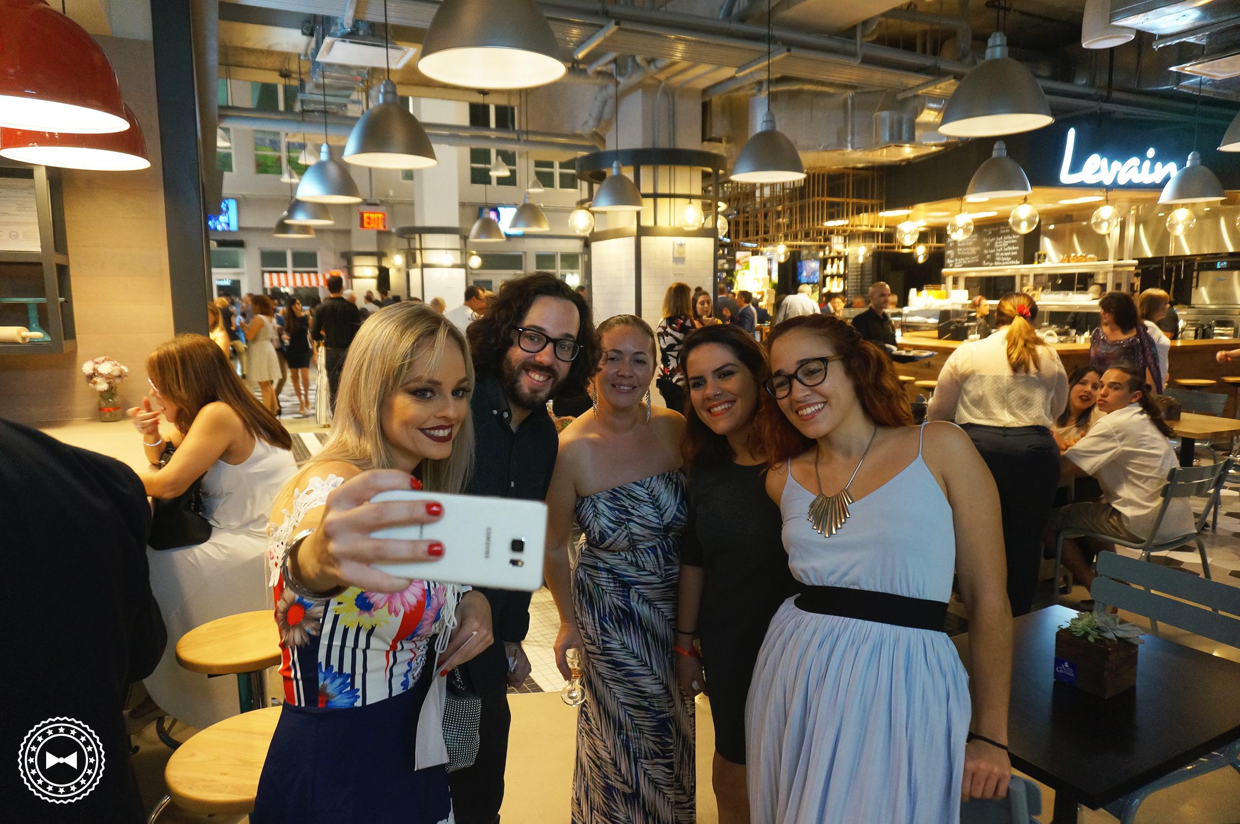 """Empresarios en """"selfie-mode"""""""