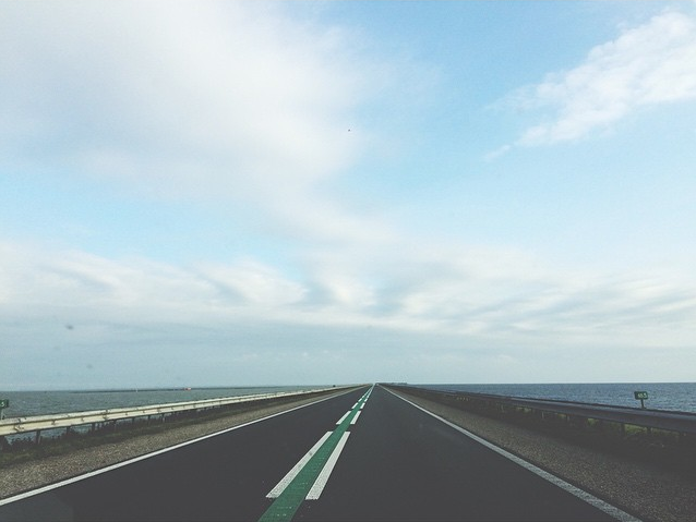 Een nieuw stukje Nederland ontdekken: onderweg naar de bruiloft vanNoortje & Pieter in Andijk.