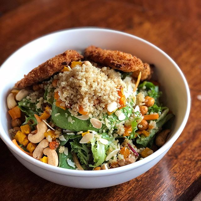***SNEAK PEAK*** This week our renowned chef Fran is debuting some New Specials the best of which will make it to our new Fall Menu! . . . Like this Sp Butternut squash & Quinoa Salad. Chicken tenders added because life is all about moderation y'all. . . Come try them and tell us what you think! . . . #maxwells #maxwellstribeca #lovemax #fallmenu #seasonalmenu #localingredients #localbusiness #smallbusiness #seasonalingredients #beer #chickentenders #tribeca #cityhallbar #cityhallresturant #cityhallpub
