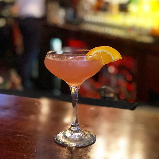 Come try our NEW cocktail... The Sparkling Blood Orange 🍊 . . Monkey in paradise vodka  Simple syrup  Blood orange concentrate  Topped with prosecco . . . Only $8 dollars on HAPPY HOUR! Monday thru Friday 4-8pm . . . . . . #cocktail #cocktailspecials #happyhourdrinks #happyhour #bloodorange #falldrink #maxwells #maxwellstribeca #lovemax #fall #monkeyinparadise #monkeyinparadisevodka #pub #irishpub