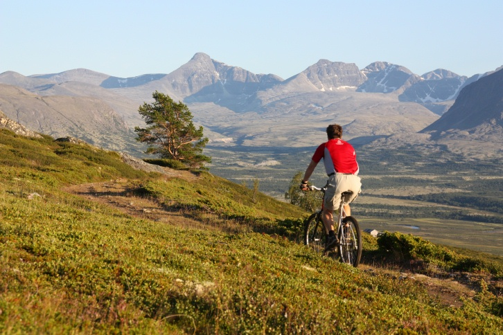 Sykkelentusiast Øyvind Wold på tur i den norske fjellheimen.