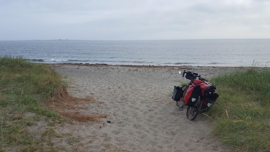 Egentlig en ganske vanlig strand. Men det hadde kosta meg så mye å komme dit at øyeblikket blei et minne for livet.