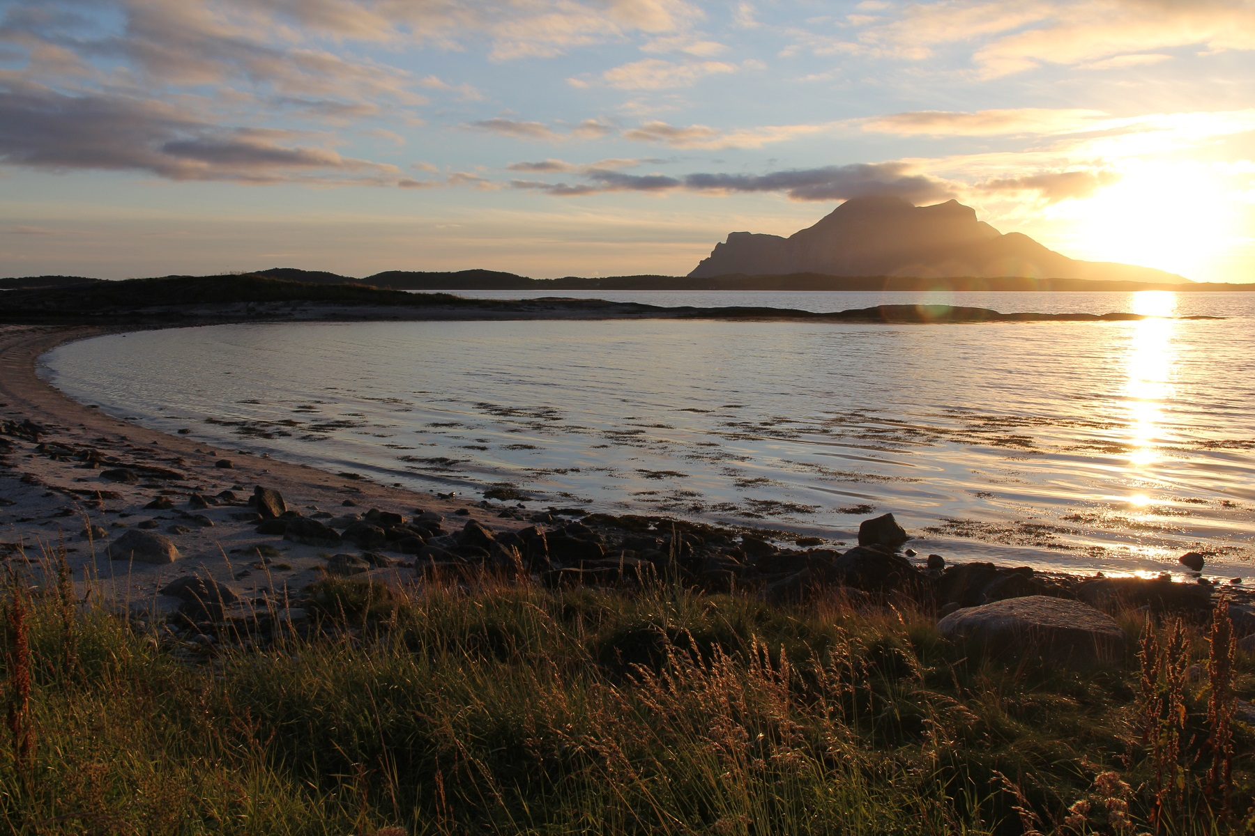 Kveldstur i landskapsvernområdet Øya Langholmen ved Inndyr i Gildeskål kommune.