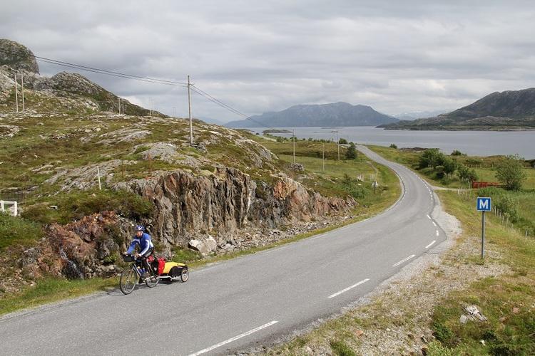 Helgelandskysten er en av mange flotte strekninger på turen.