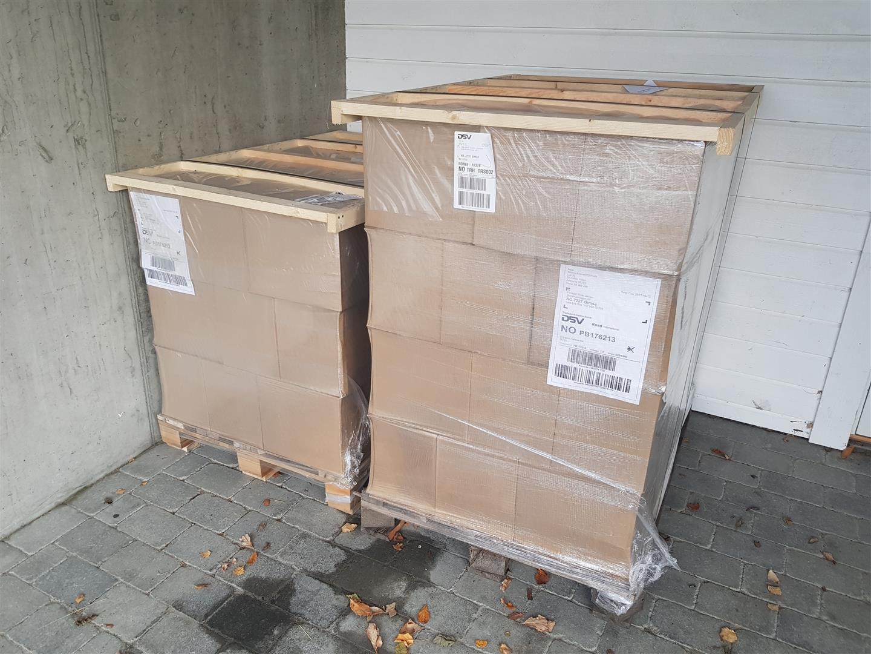 I oktober i fjor fikk jeg to paller med bøker levert hjem. Glede over at boka var ferdig blei kjapt avløst av undring: Hvordan selger du et tonn med bøker?