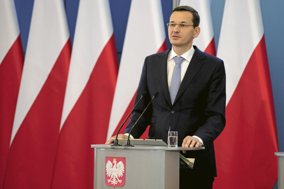 PiS' PM Mateusz Morawiecki during a press conference; EU flags removed from the background.