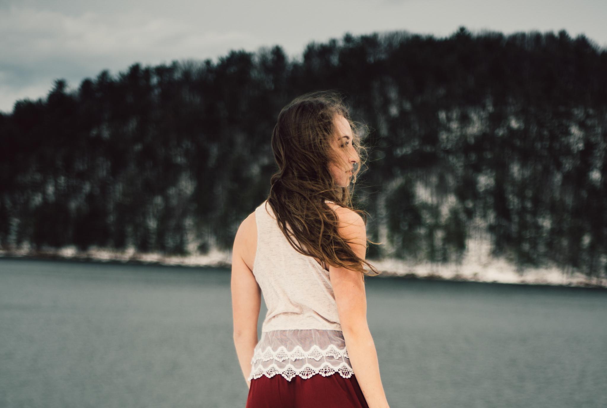 Moody Snowy Portrait Session at Lake Arrowhead in Luray Virginia_6.JPG