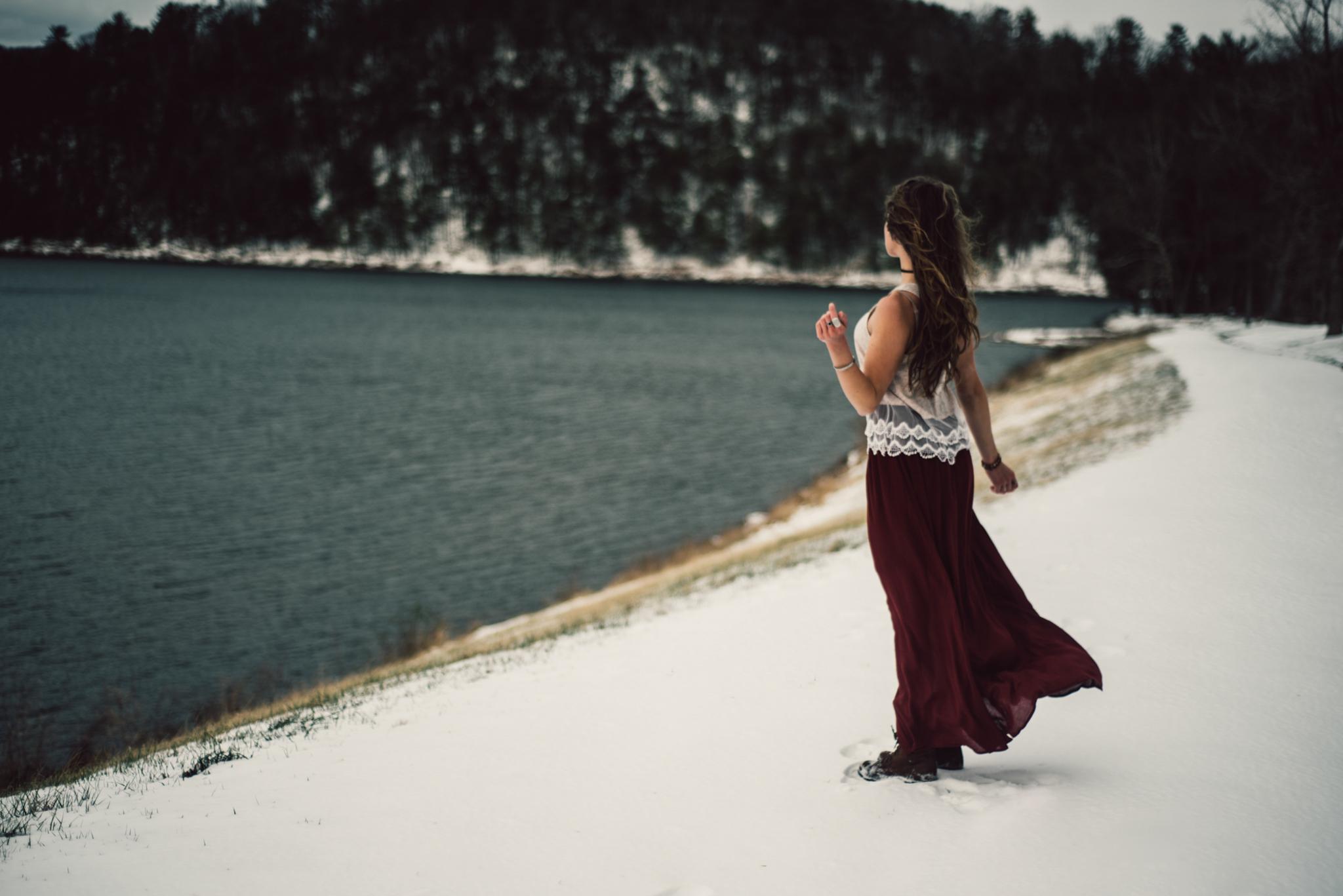 Moody Snowy Portrait Session at Lake Arrowhead in Luray Virginia_18.JPG