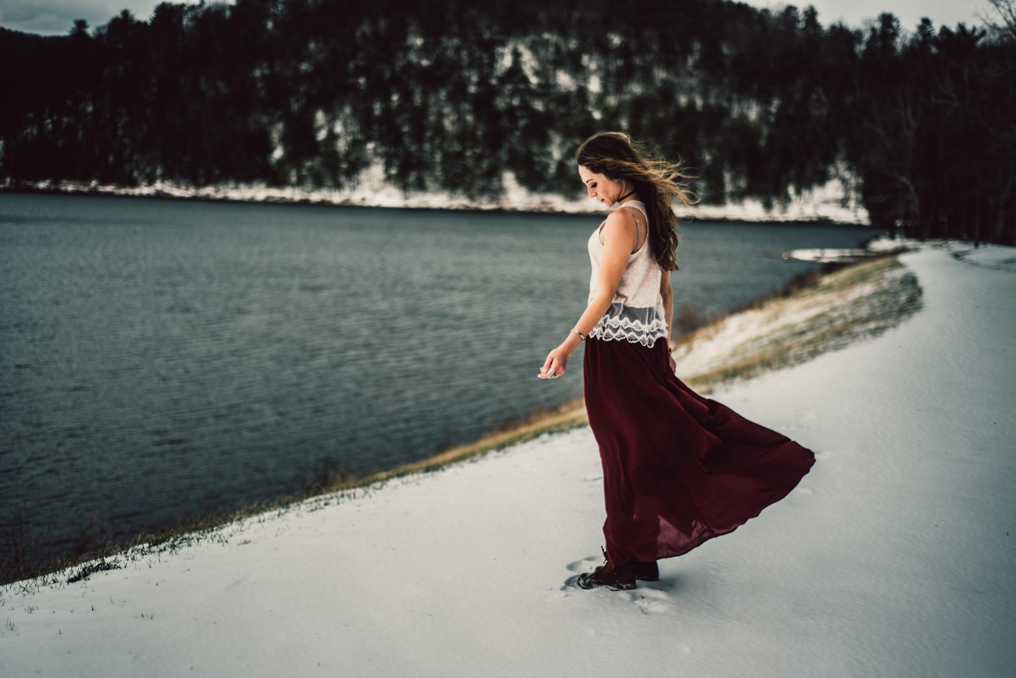 Moody Snowy Portrait Session at Lake Arrowhead in Luray Virginia_19.JPG