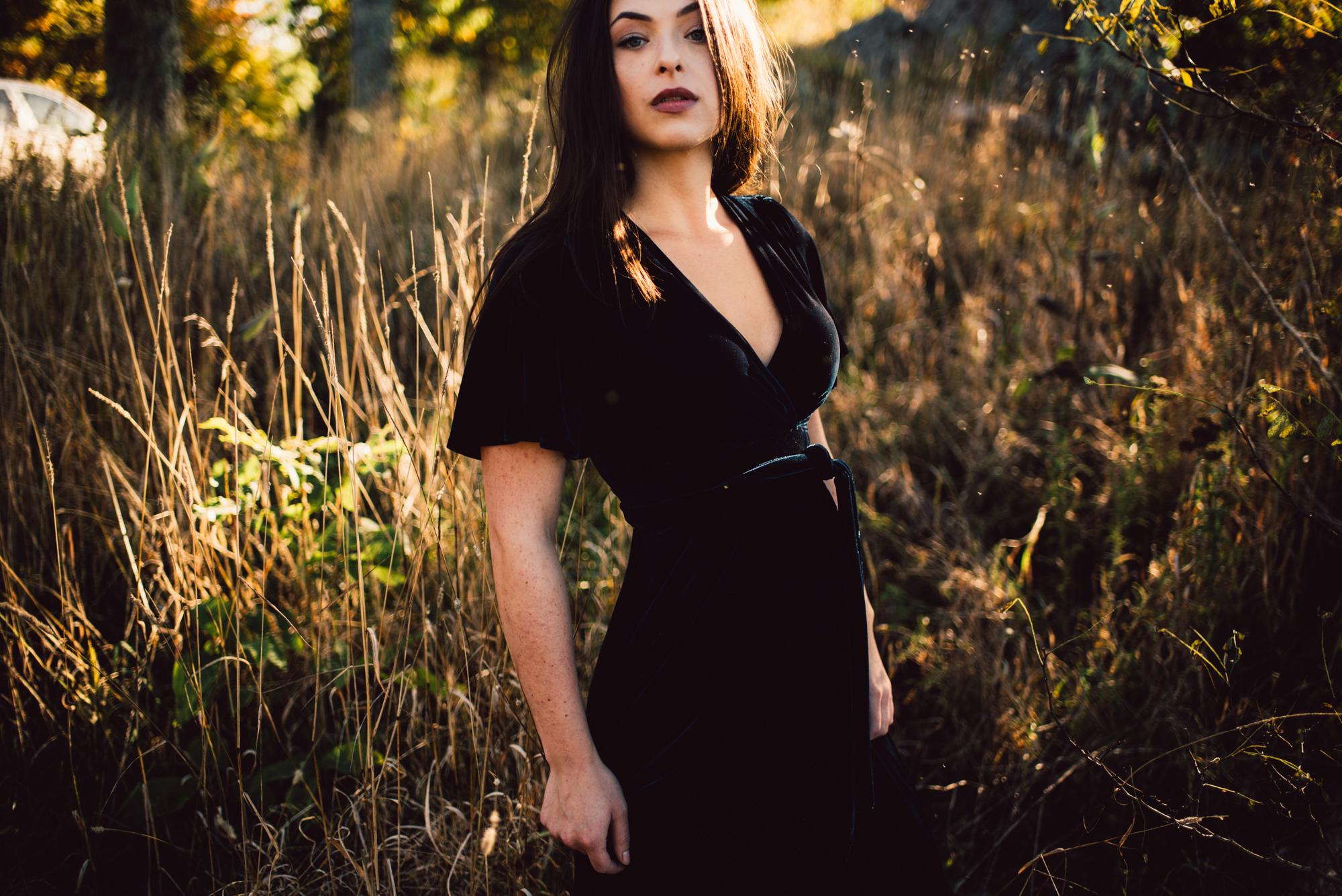 Megan_Shenandoah_National_Park_Windy_Romantic_Portraits_9.JPG