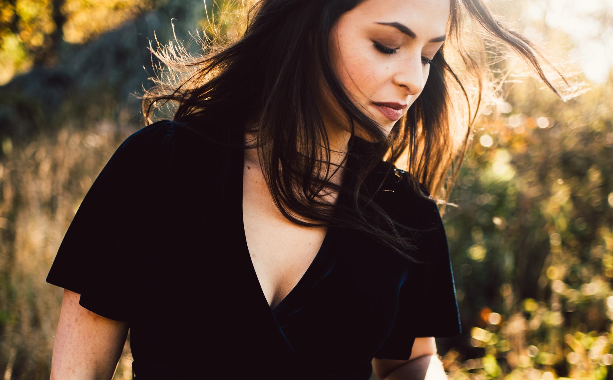 Megan_Shenandoah_National_Park_Windy_Romantic_Portraits_39.JPG