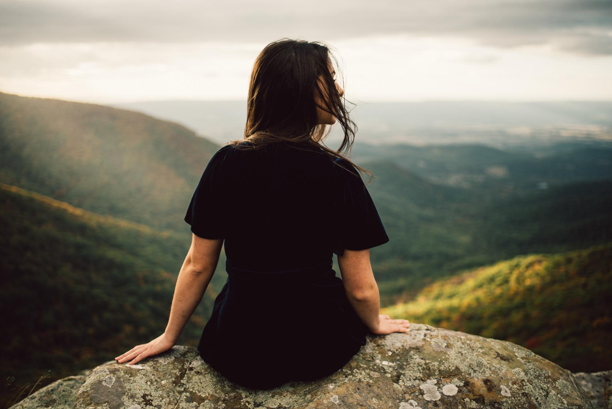 Megan_Shenandoah_National_Park_Windy_Romantic_Portraits_95.JPG