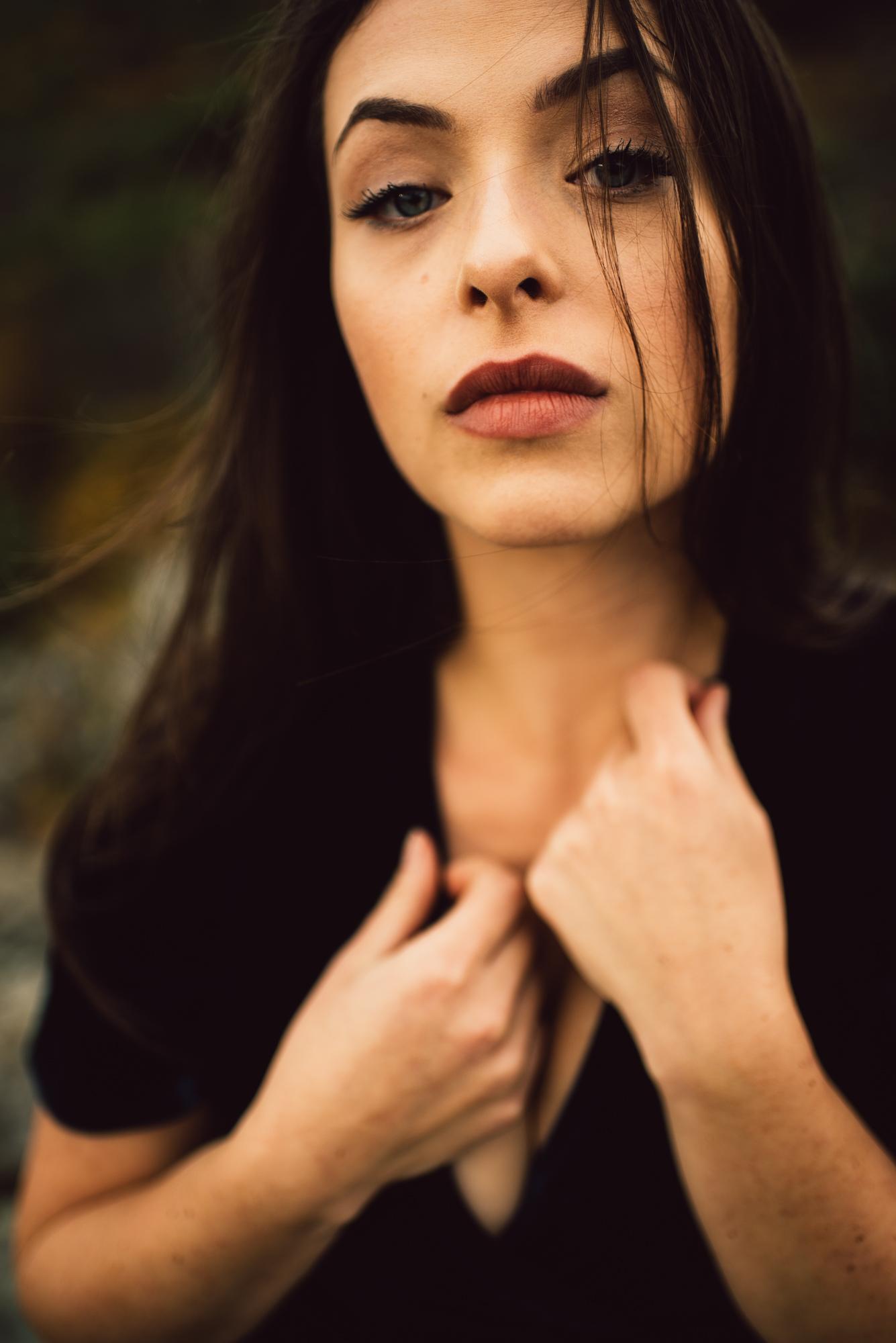 Megan_Shenandoah_National_Park_Windy_Romantic_Portraits_136.JPG