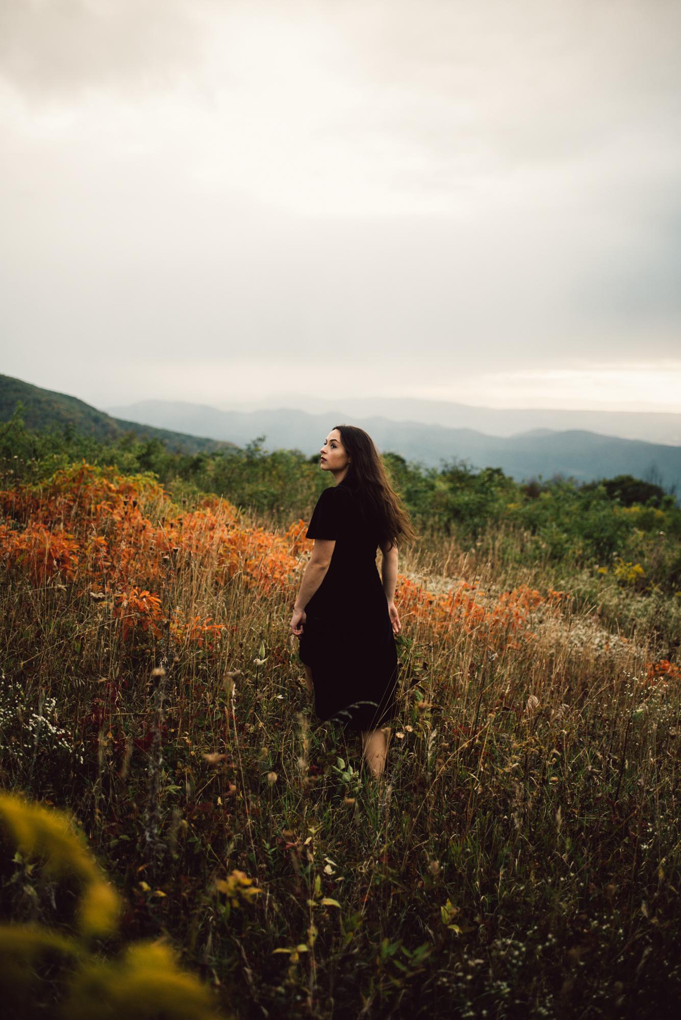 Megan_Shenandoah_National_Park_Windy_Romantic_Portraits_144.JPG