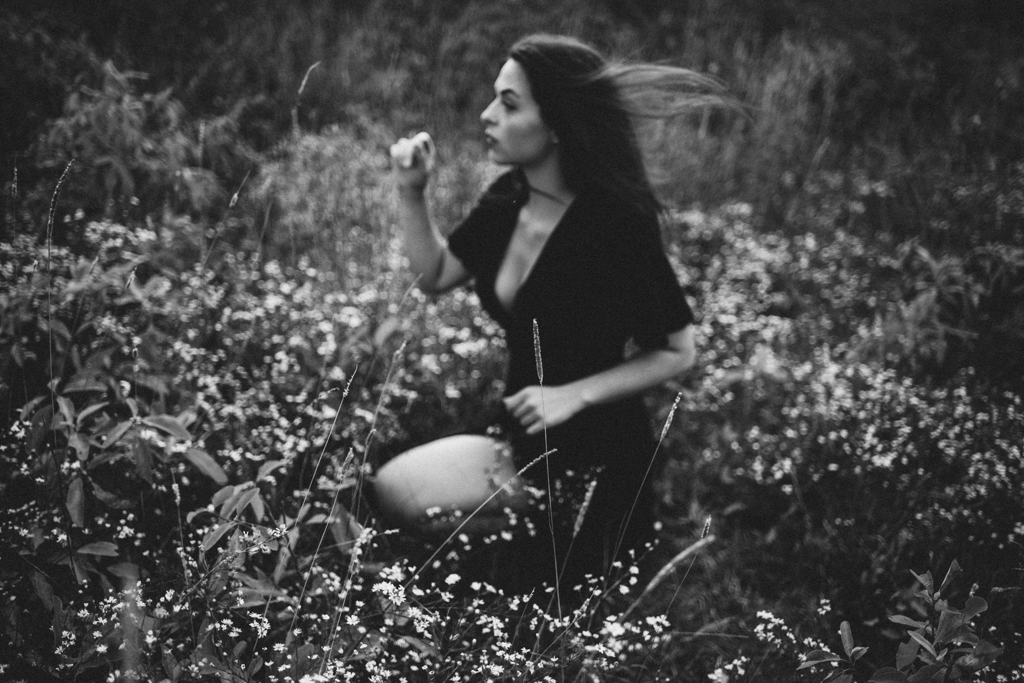 Megan_Shenandoah_National_Park_Windy_Romantic_Portraits_149.JPG