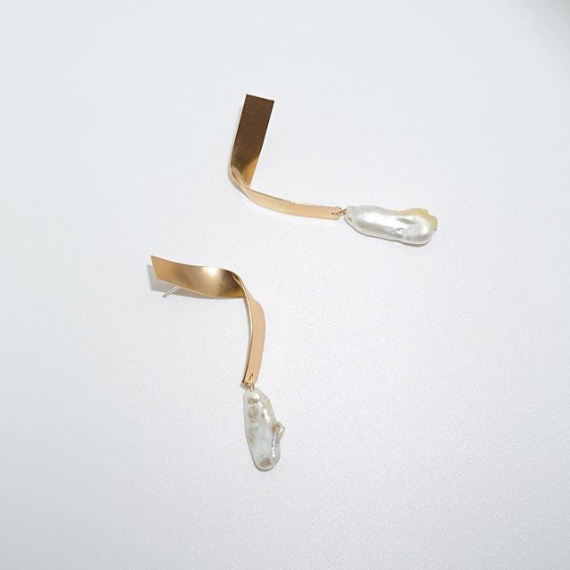 👆Today, in production, from start to finish in Oxbow's Denver studio. The ribbon earrings start as sheet metal I cut, file, solder earring posts, clean, drill, attach a pearl, and form to this final product. 🐚