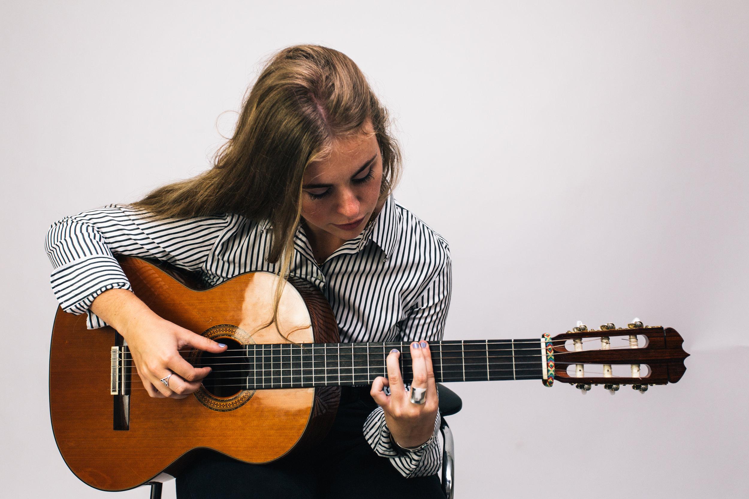 Chicago Guitar Teacher Leah Jean