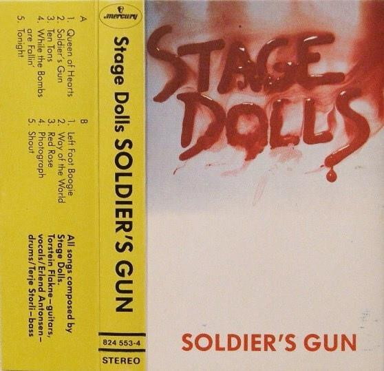 stage-dolls-soldiers-gun.jpg