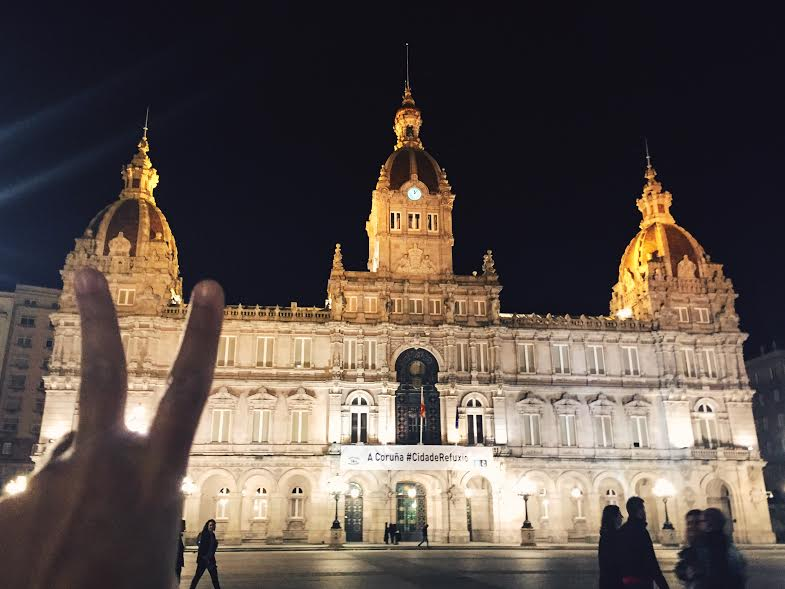 """6.18 / 12:02 ante meridiem (techincally Sunday) // Tatiana and I went out drinking and dancing and on our way to the bars we walked across the popular square with the City Hall. They had a banner up saying """" A Coruñua #CidadeRefuxio"""" meaning 'city shelter' for refugees <3"""