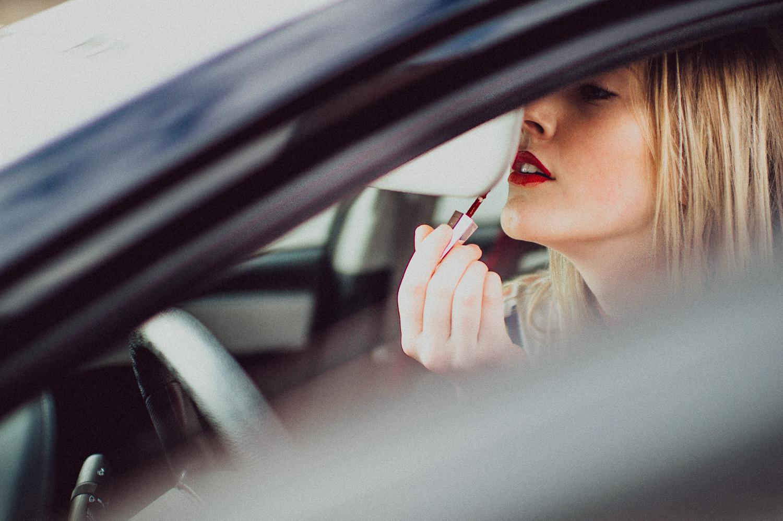 Amanda struggling to put on lipstick