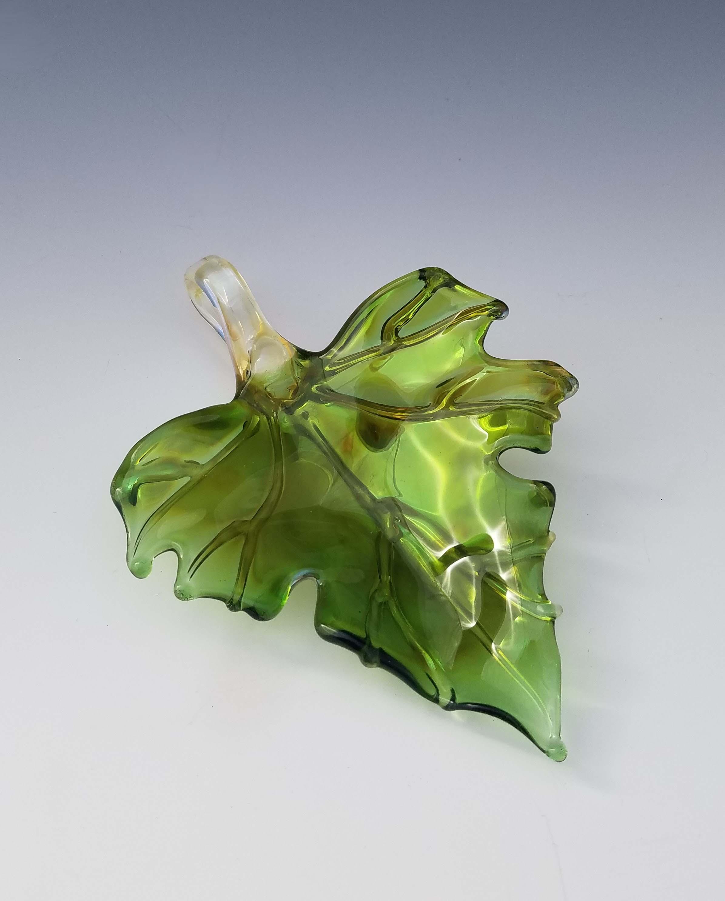 Single Leaf Sculpture - green front.jpg