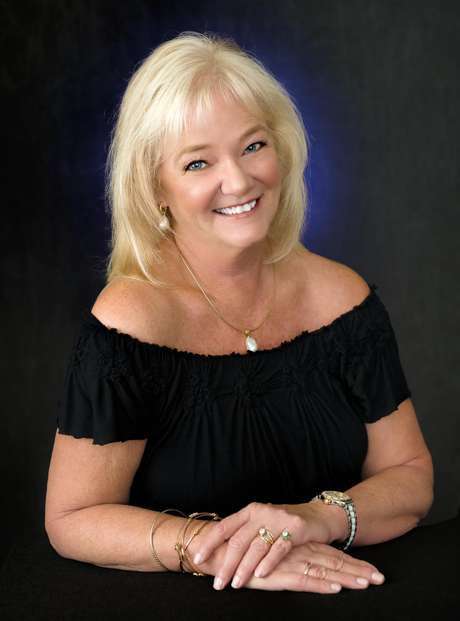 Rita Eva Spier, head shot for FB business page