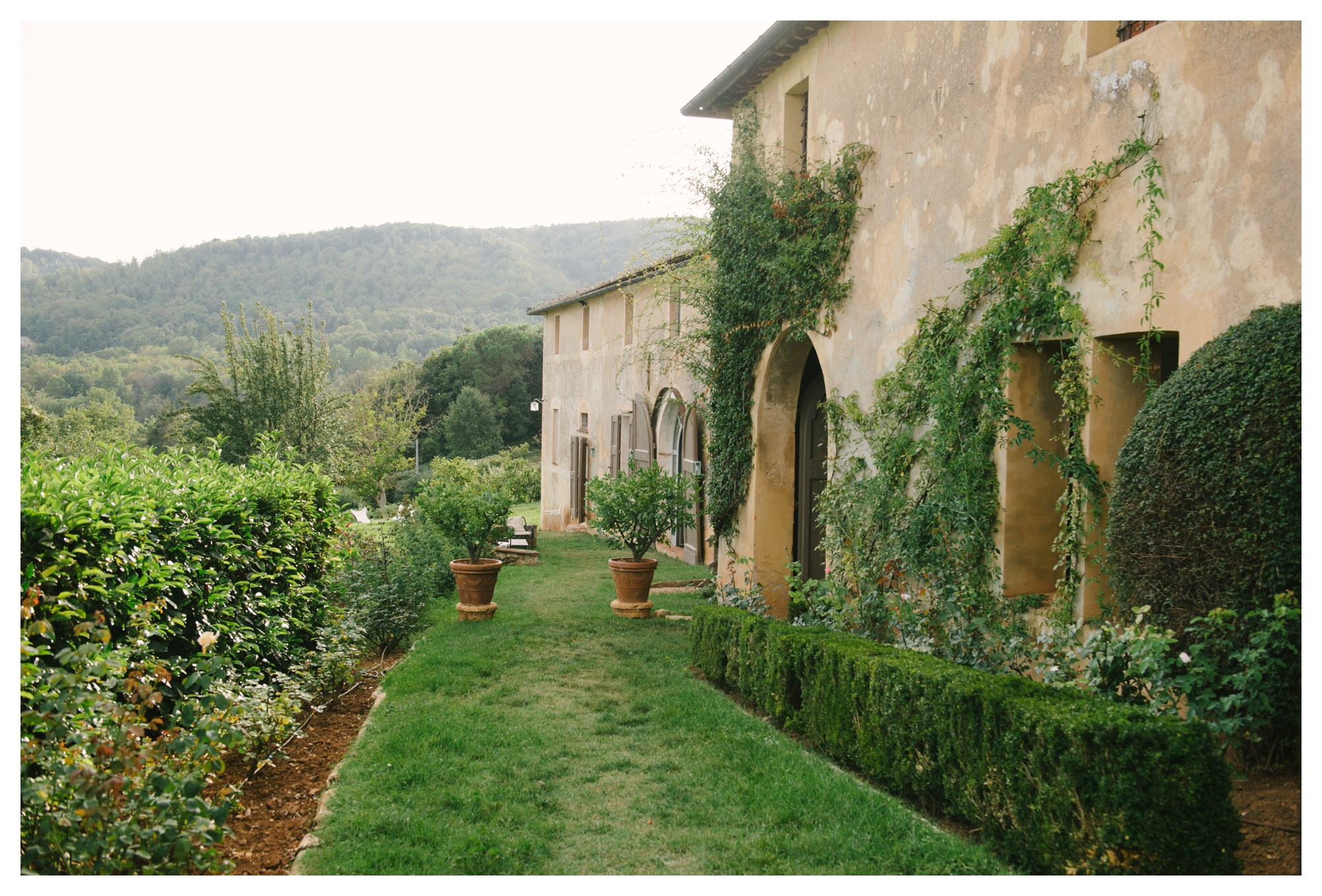 tuscany-castle-wedding-photographer-italy-williamsburgphotostudios-_0003.jpg