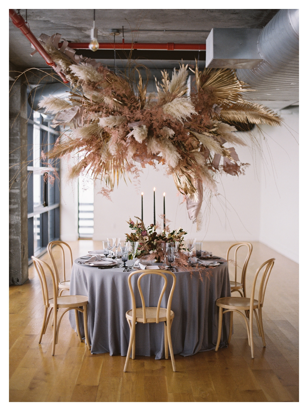 wedding table, gray tablecloth, flower cloud, gray and pink wedding