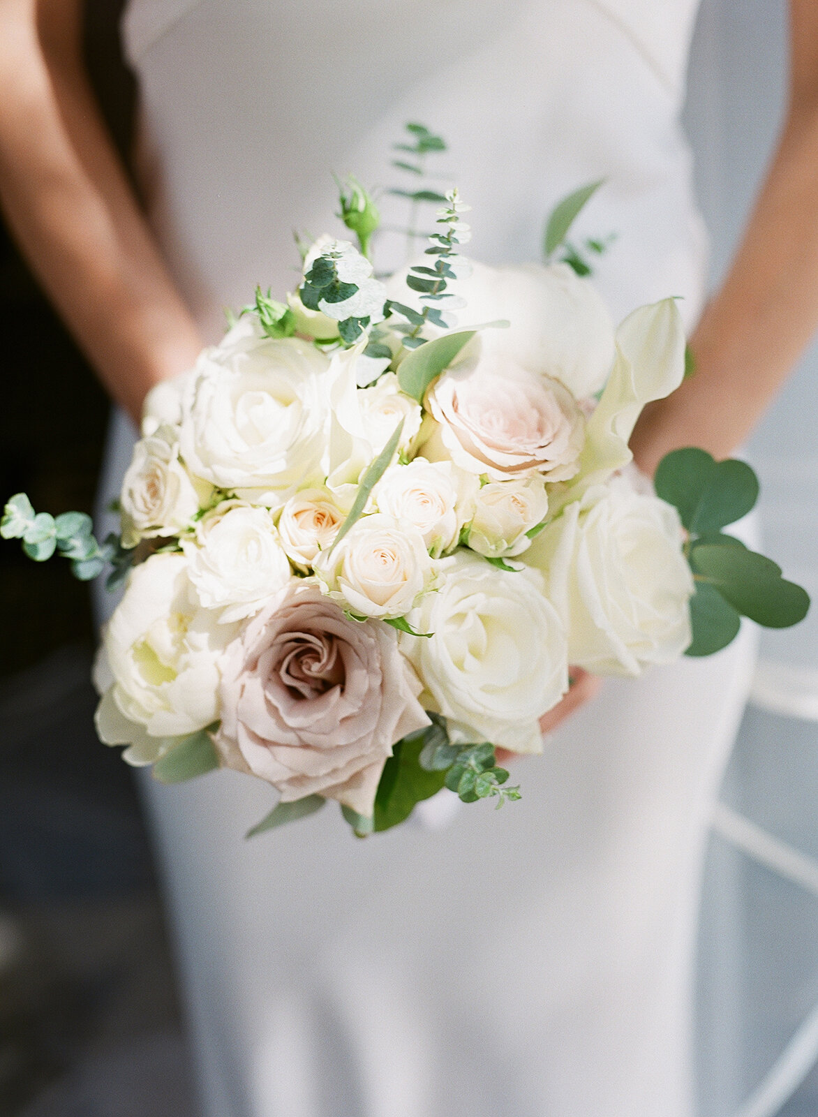 White-Garden-Rose-bride-bouquet-williamsburg-photo-studios