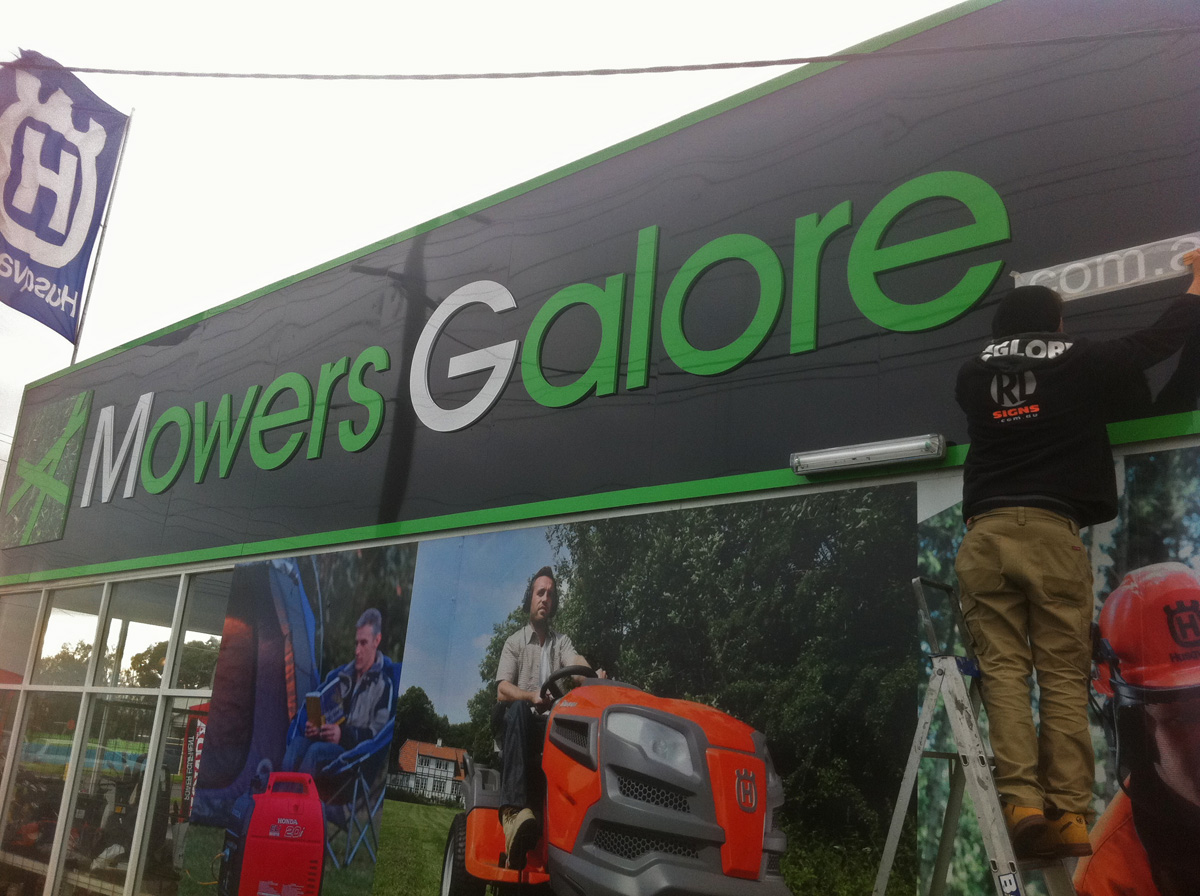 Mowers Galore Facia Signs Geelong.jpg
