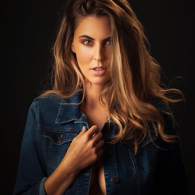 @silkkah in the studio from a few weeks ago.  #denimjacket #glamour #hair #haircolor #beautiful #goldcoastmodel #brisbanemodel #goldcoastphotographer #brisbanephotographer #studio #freelancephotographer #makeup by @emiliaaaaak
