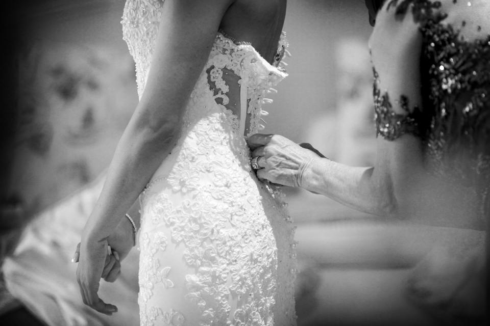 nicole-flint-miss-southafrica-wedding-cranford-country-lodge-wedding-weddingphotographers-desitnationweddings-parisweddings-003b.jpg