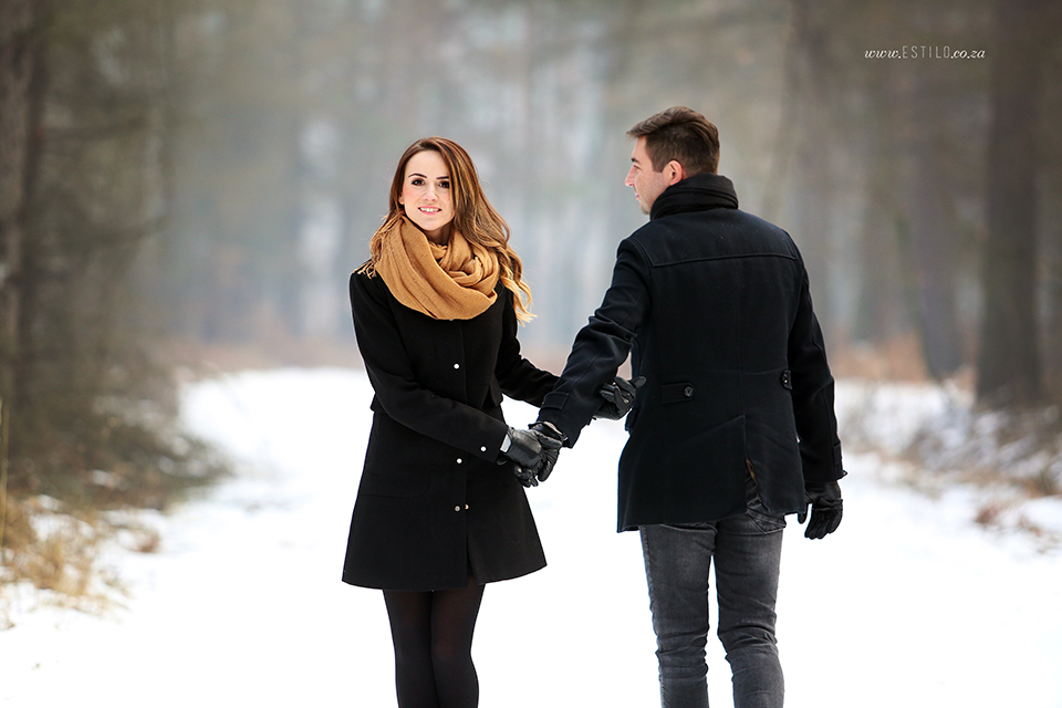 poland_engagement_shoot_winter_engagement_shoot_engagement_shoot_in_snow (6).jpg