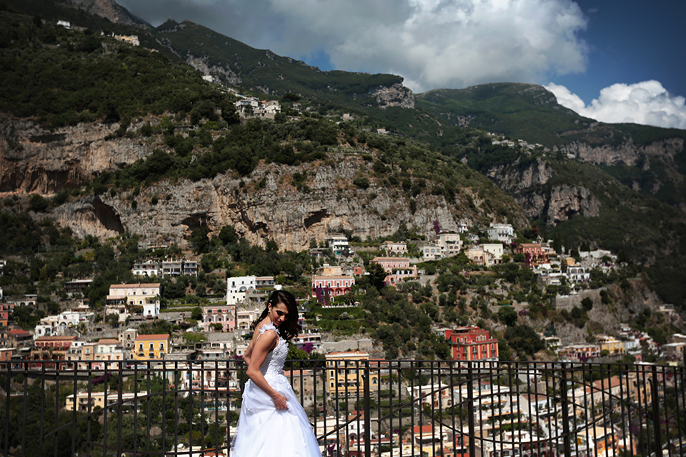 positano-weddin-photographers-italy-wedding-photographers-destination-wedding-photographers-estilo-best-wedding-photographers-in-the-world-casper-bosman-wedding-gown-wedding-style-stylish-modern-wedding-photography-030.jpg