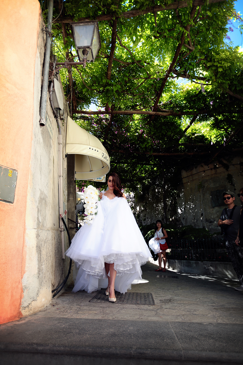 positano-weddin-photographers-italy-wedding-photographers-destination-wedding-photographers-estilo-best-wedding-photographers-in-the-world-casper-bosman-wedding-gown-wedding-style-stylish-modern-wedding-photography-031.jpg