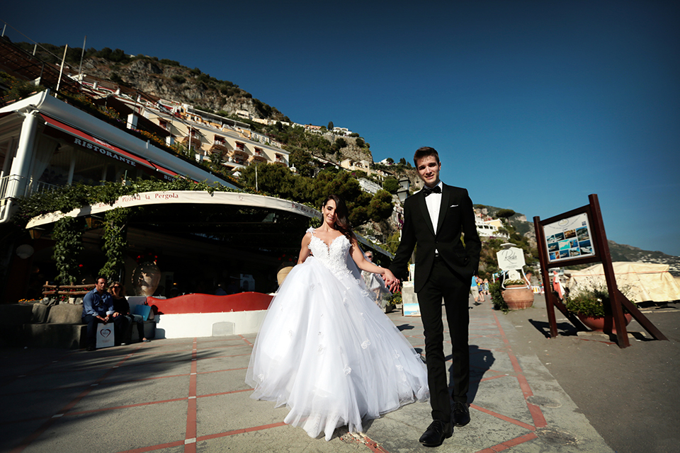 positano-weddin-photographers-italy-wedding-photographers-destination-wedding-photographers-estilo-best-wedding-photographers-in-the-world-casper-bosman-wedding-gown-wedding-style-stylish-modern-wedding-photography-036.jpg