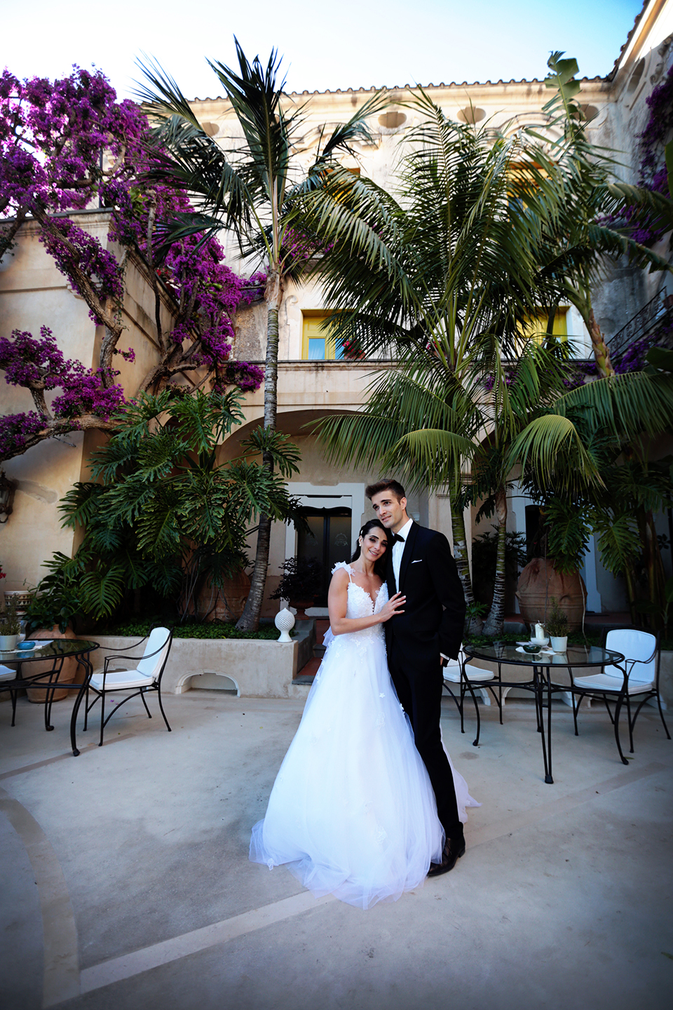 positano-weddin-photographers-italy-wedding-photographers-destination-wedding-photographers-estilo-best-wedding-photographers-in-the-world-casper-bosman-wedding-gown-wedding-style-stylish-modern-wedding-photography-044.jpg